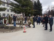 Polaganje vijenaca i paljenje svijeća na spomen obilježju poginulim pripadnicima HVO-a Vitez